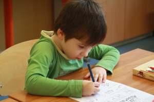 Dyspraxie et scolarité : comment aider votre enfant